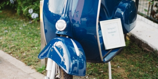 Vespa 50 blue