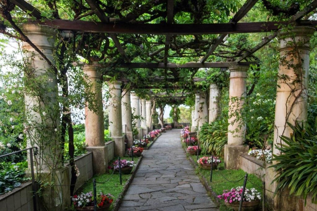 Rito simbolico in villa a Capri