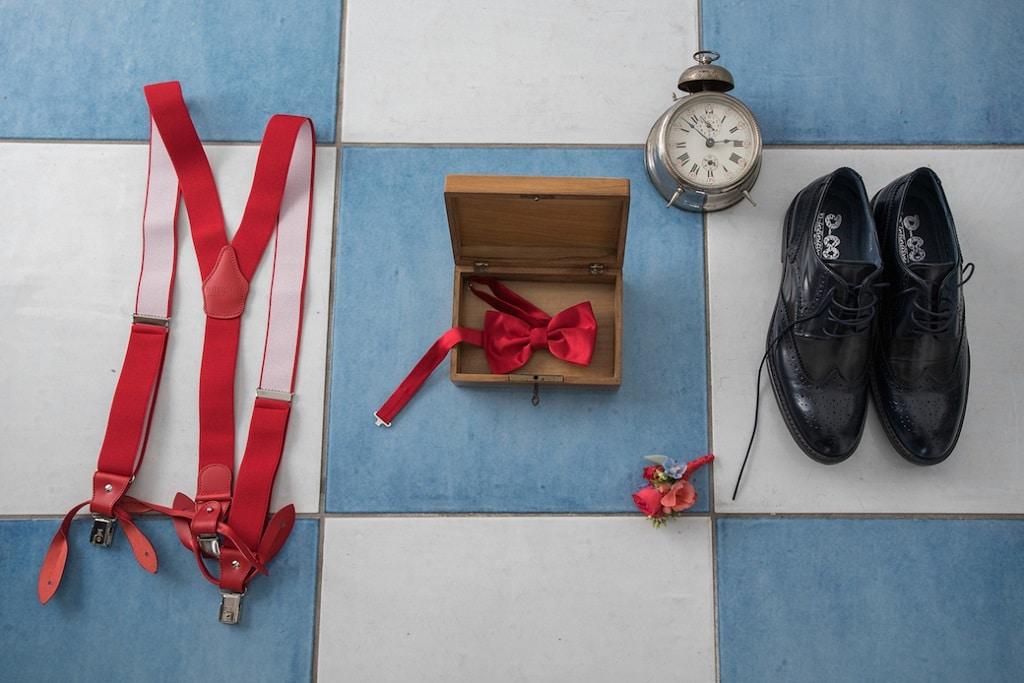 Accessori rossi per lo sposo