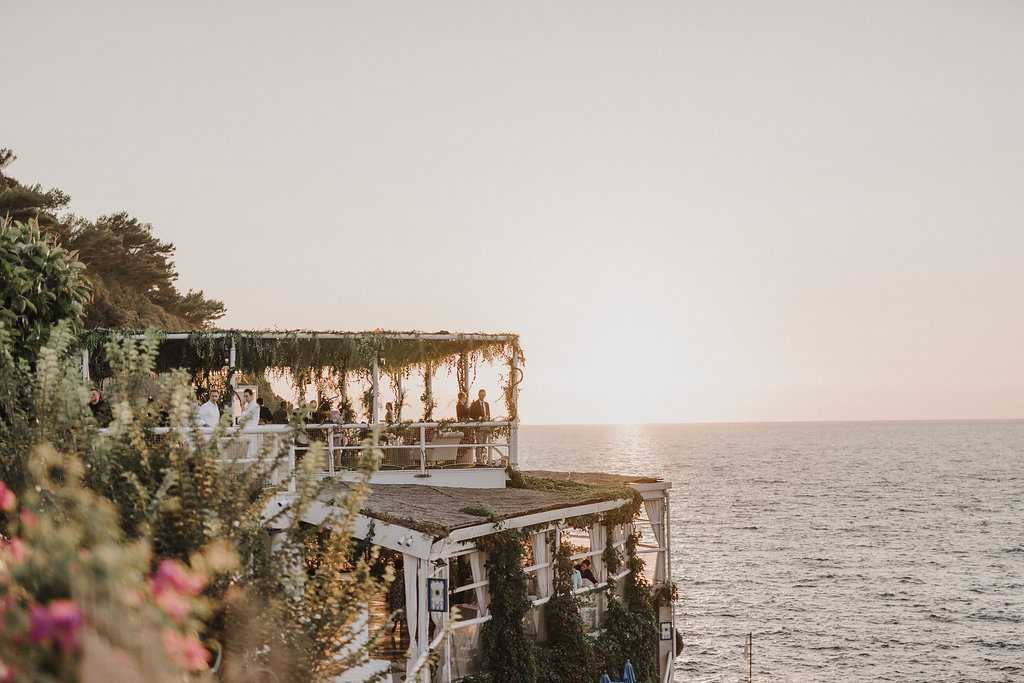 An all-white sophisticated destination wedding in Capri - Il Riccio beach club